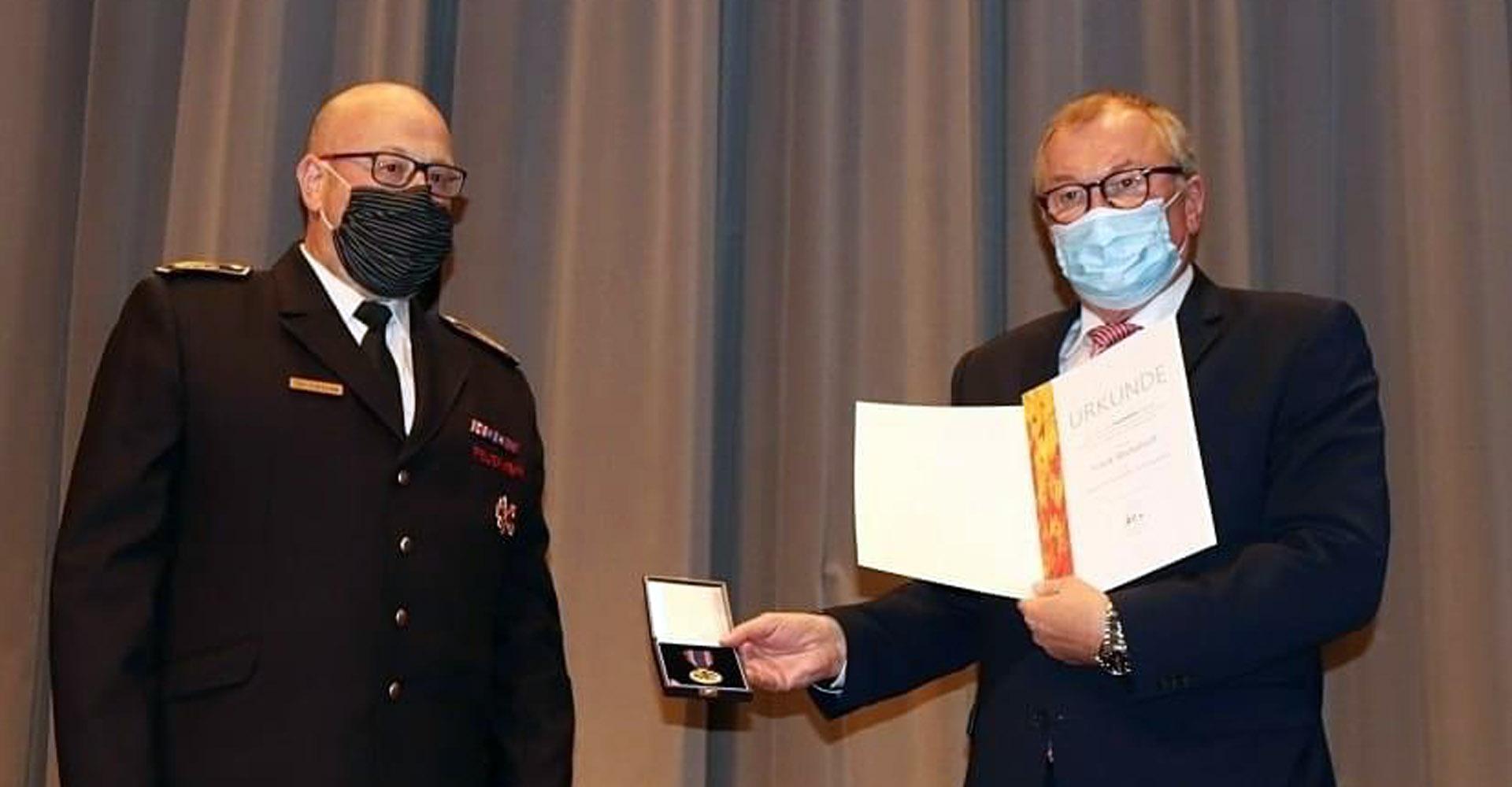 Deutsche Feuerwehr Ehrenmedaille für Frank Beckehoff